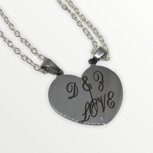 Párový řetízek se srdíčkem s vašimi iniciály či datumem výročí. (stříbrný a černý)